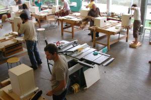 Pendeln zwischen Aula und Werkstatt